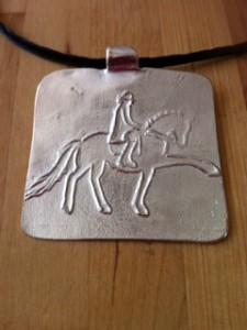 Cavalier(e) et son cheval de dressage